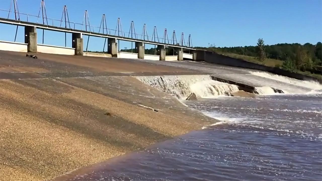 Woodlake Dam