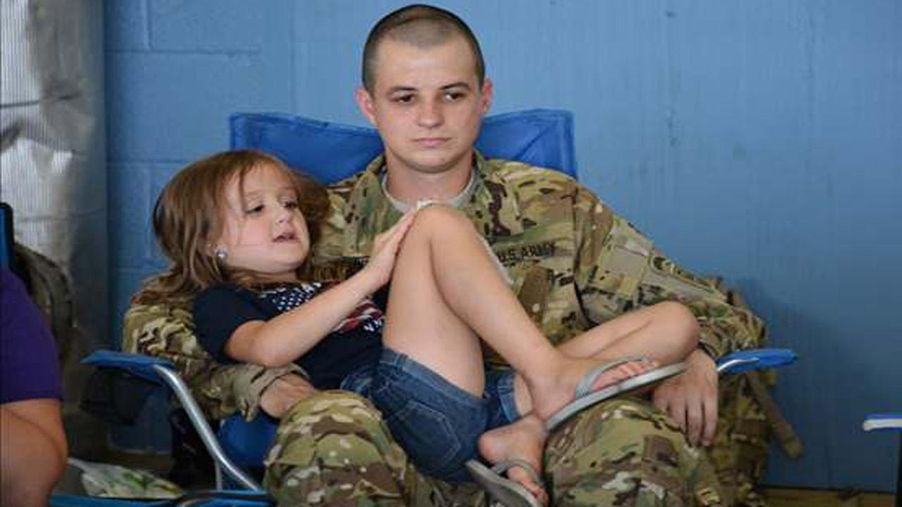 Fort Bragg solider and daughter before deployment