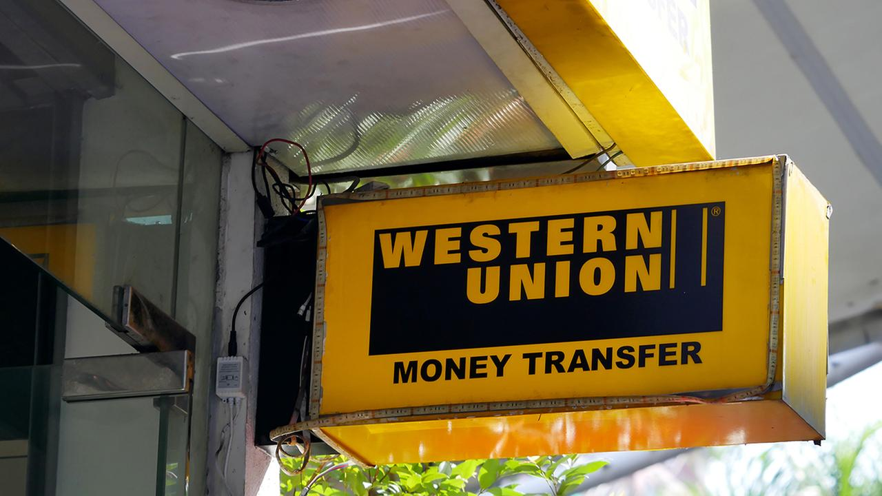 Western Union Company (The) (NYSE:WU) PT Raised to $17.50