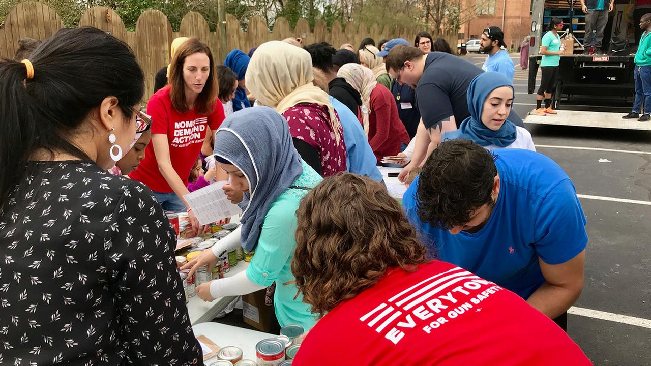 Interfaith food drive honors young Muslims shot and killed in 2015