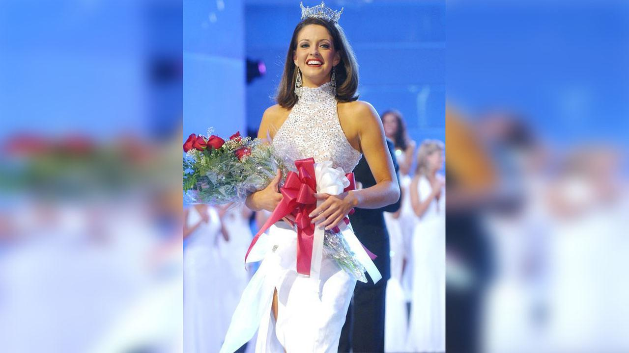 Deidre Downs Gunn walks down the runway after being crowned Miss America 2005