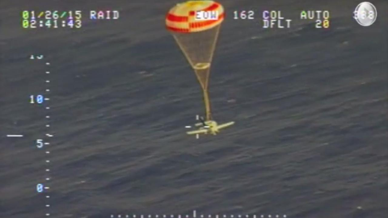 A Cirrus SR-22 aircraft descends on a parachute system to the ocean off Hawaii (image courtesy DVIDS)