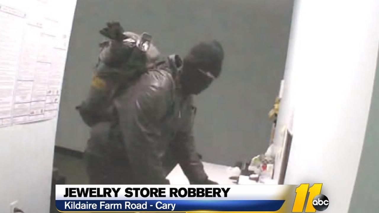 Thief gets away with costume jewelry
