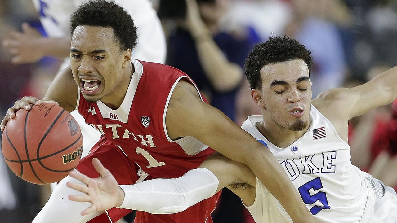 Dukes Tyus Jones and Utahs Brandon Taylor vie for a loose ball during the second half of a college basketball regional semifinal game in the NCAA Tournament Friday.
