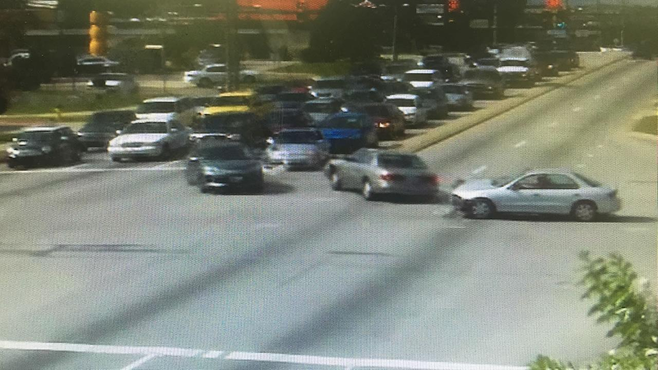 Fayetteville cameras continue to show serious accidents, red light runners