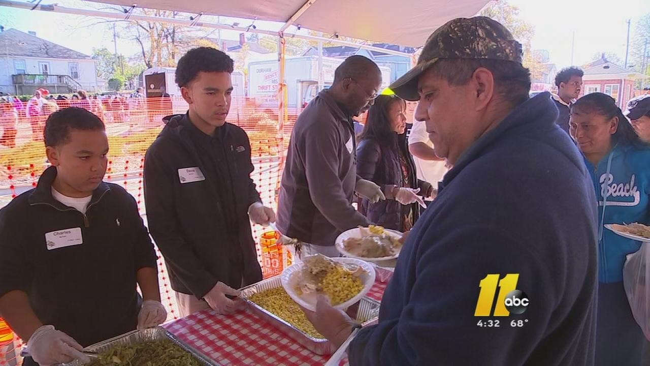Hundreds of volunteers help those in need this Thanksgiving