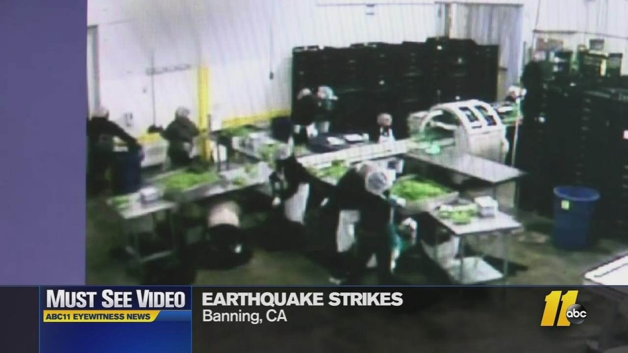 Must see video workers take cover as earthquake strikes for Where do you go in an earthquake
