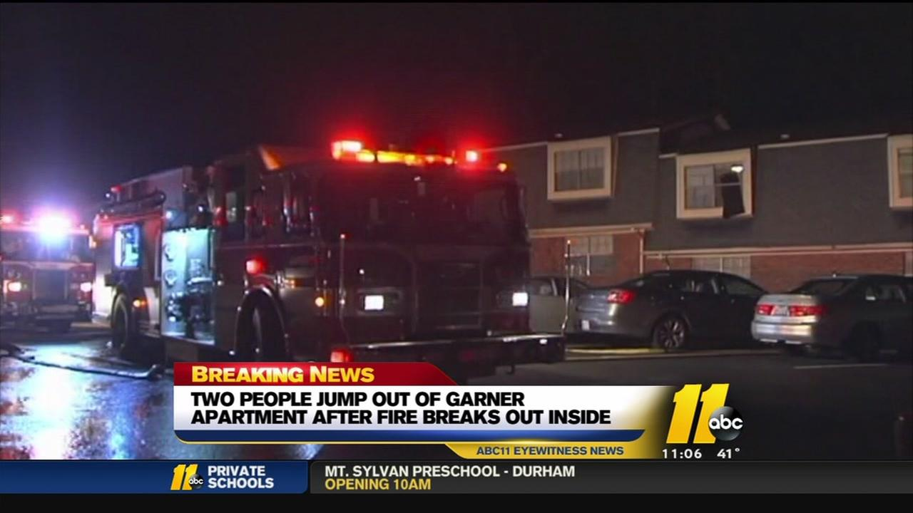 2 hurt escaping fire
