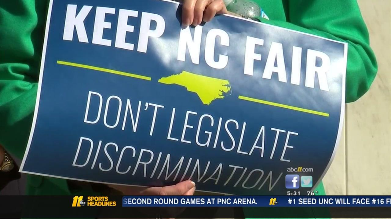 Activists fight plan to overturn LGBT ordinance