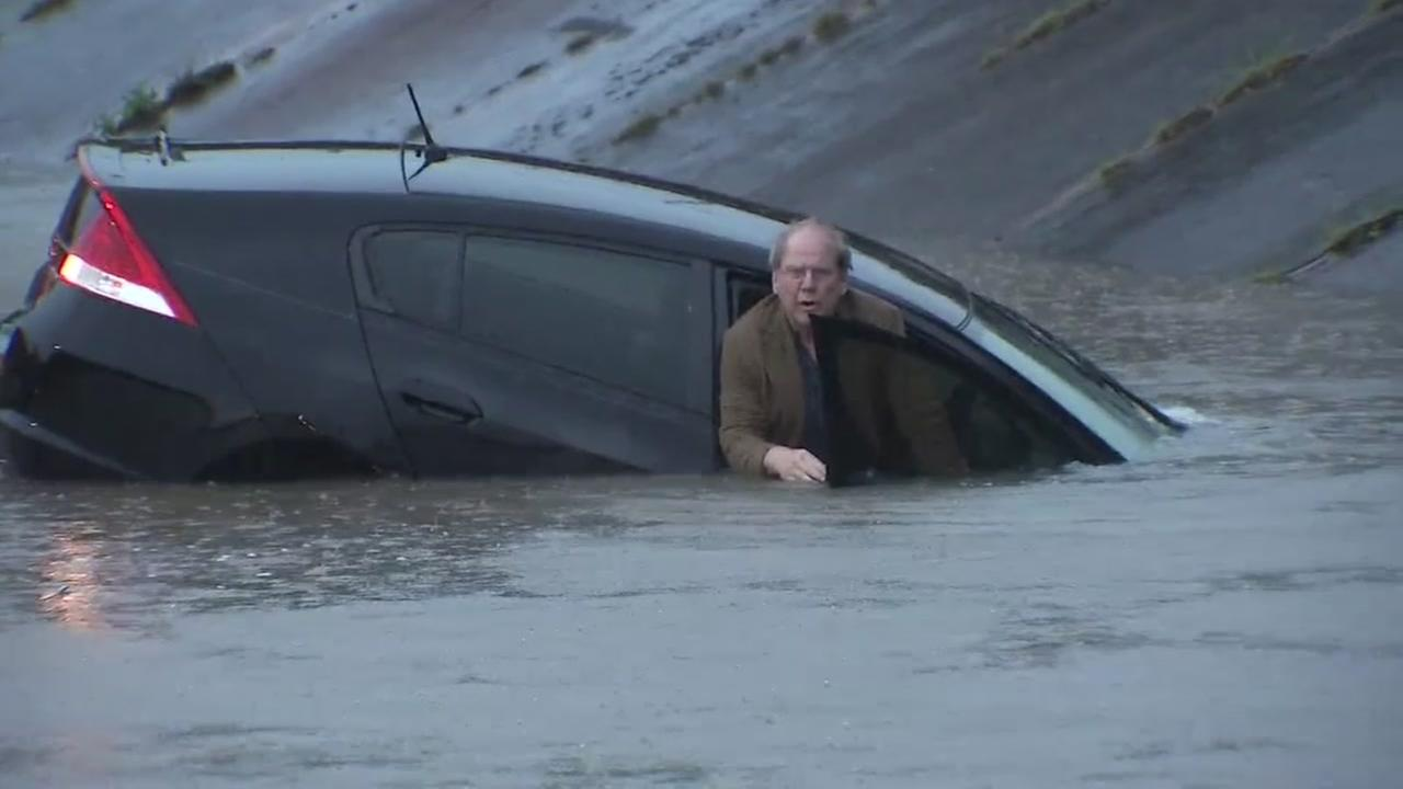 Man swims from sinking car on live TV