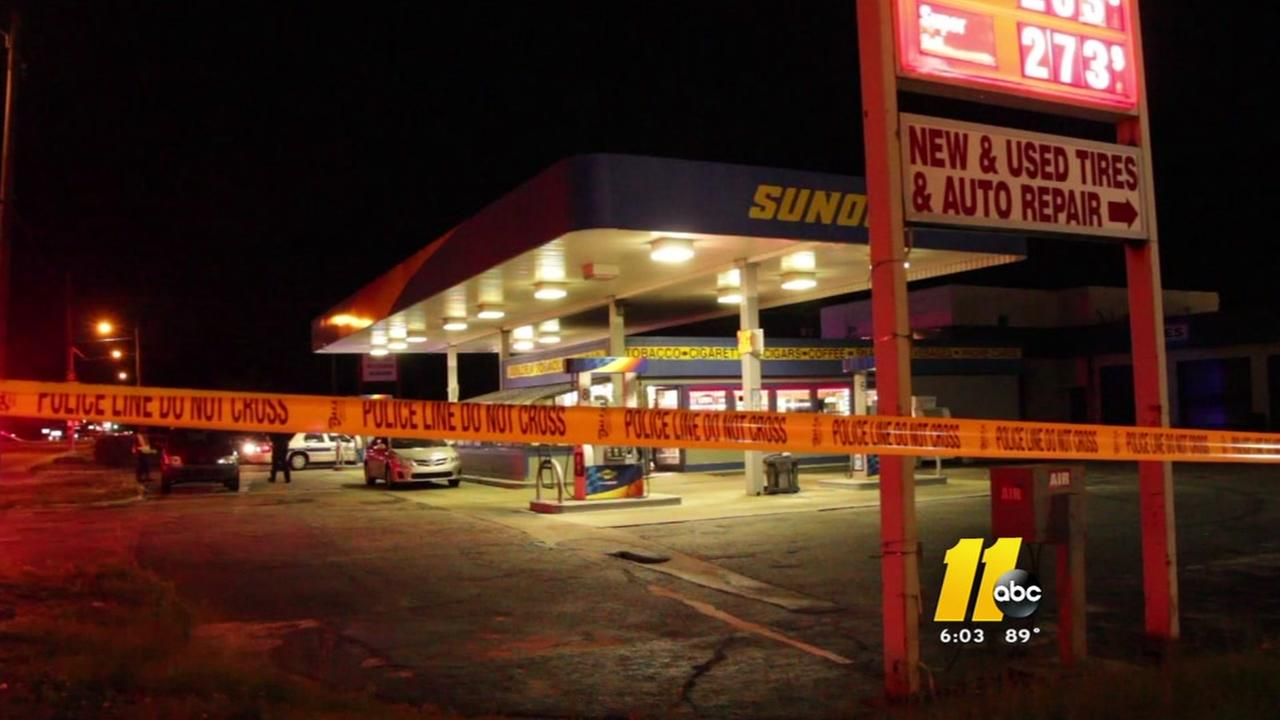 Fayetteville clerk shot during robbery