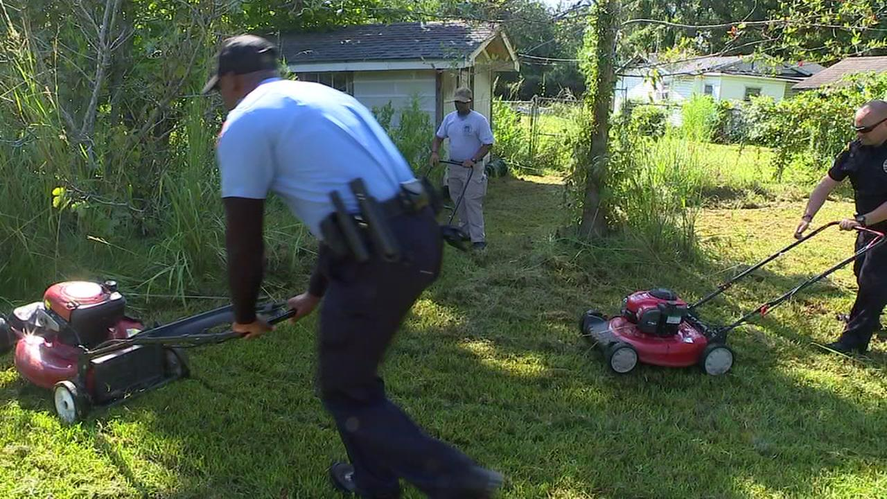 Fayetteville police explorers do yardwork for those in need