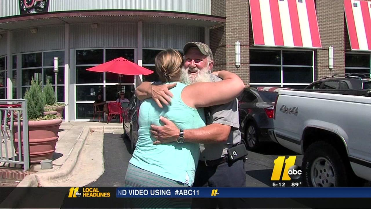 Good Samaritan helps stranded drivers