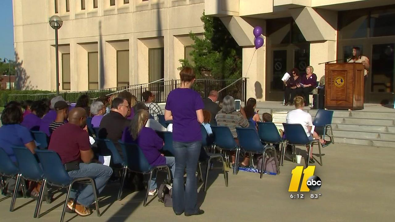 Vigil remembers victims of domestic violence