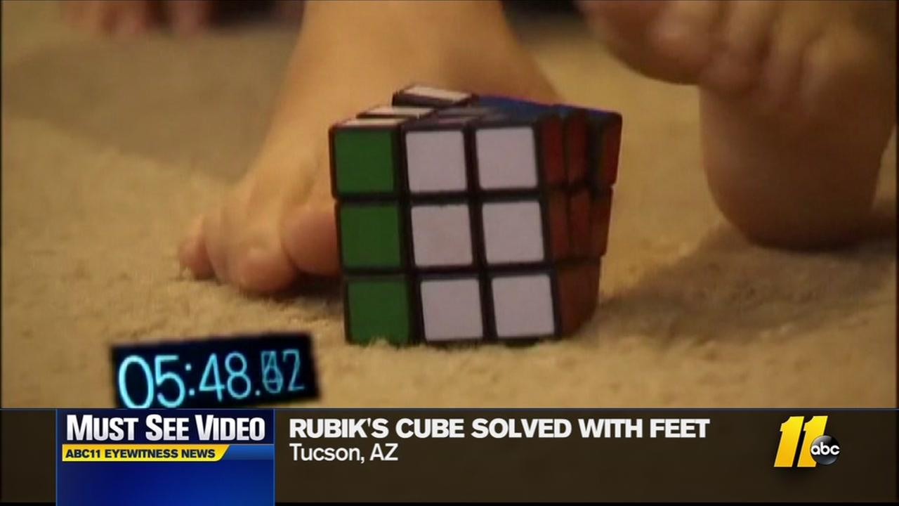 12-year-old solves Rubiks Cube with his feet