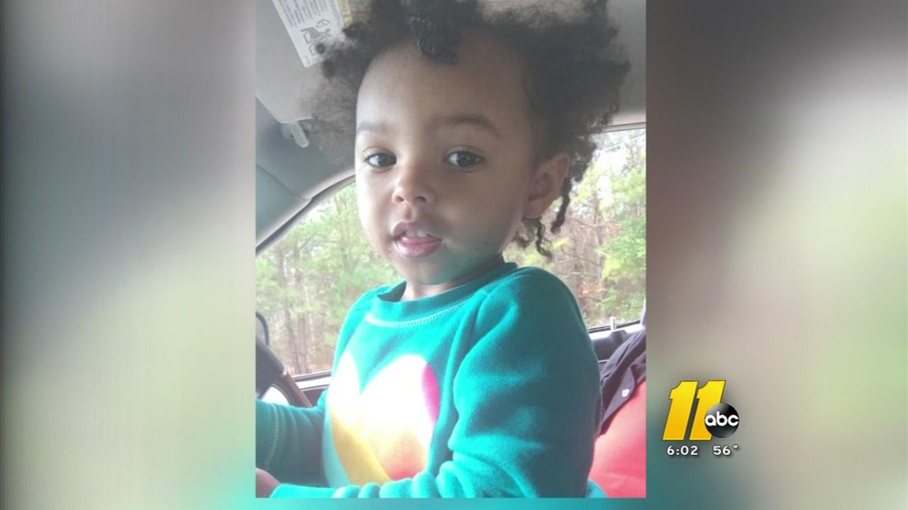 Fayetteville mom charged after toddler found wandering in the street