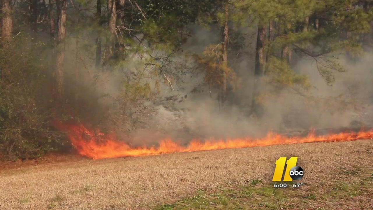 Brush fire shuts down Fayetteville road