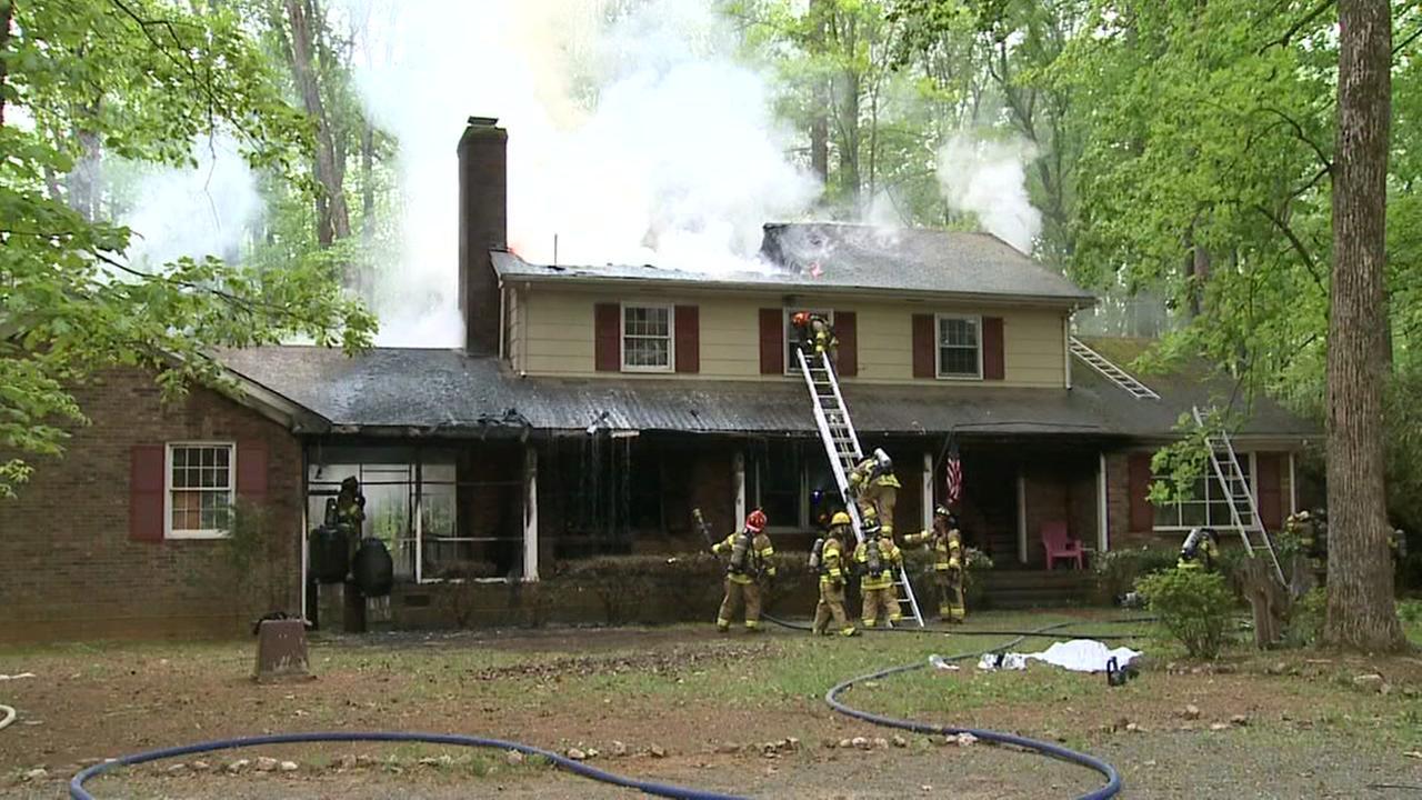 2 dogs die in Chapel Hill house fire