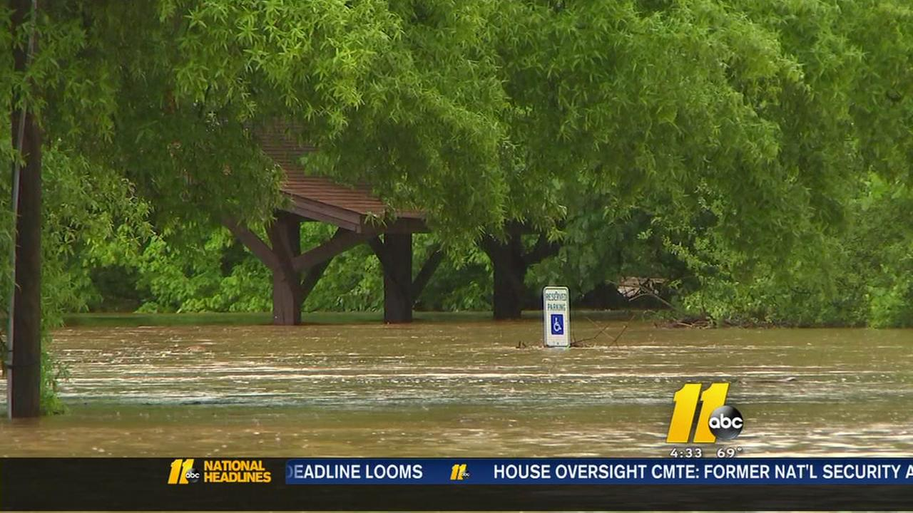 Rainfall floods Durham roads, Old Farm neighborhood