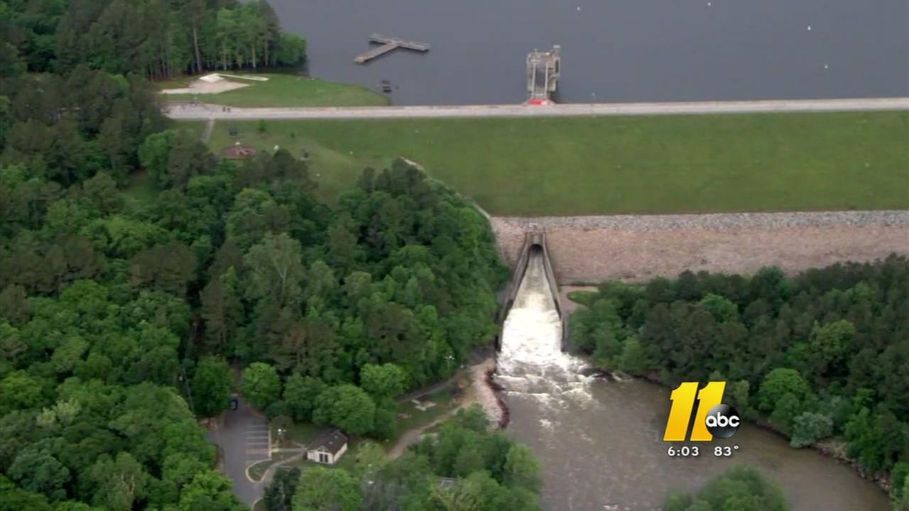 Raleigh neighboor hoods prep from Lake Falls Dam release