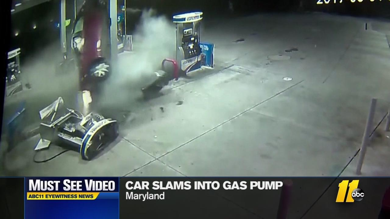 Car slams into gas pump