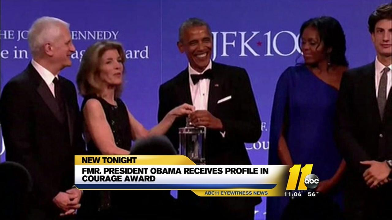 Obama receiving Profile in Courage Award from Kennedys
