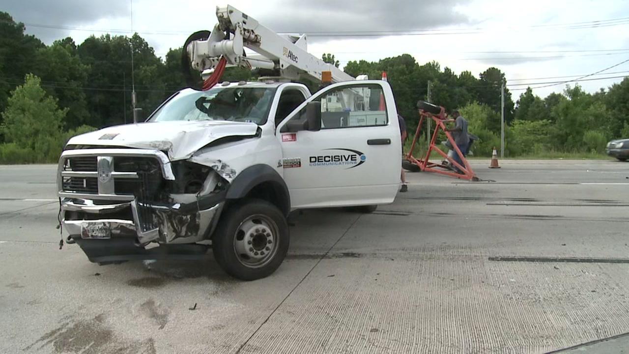 Crash closes multile lanes on I-85