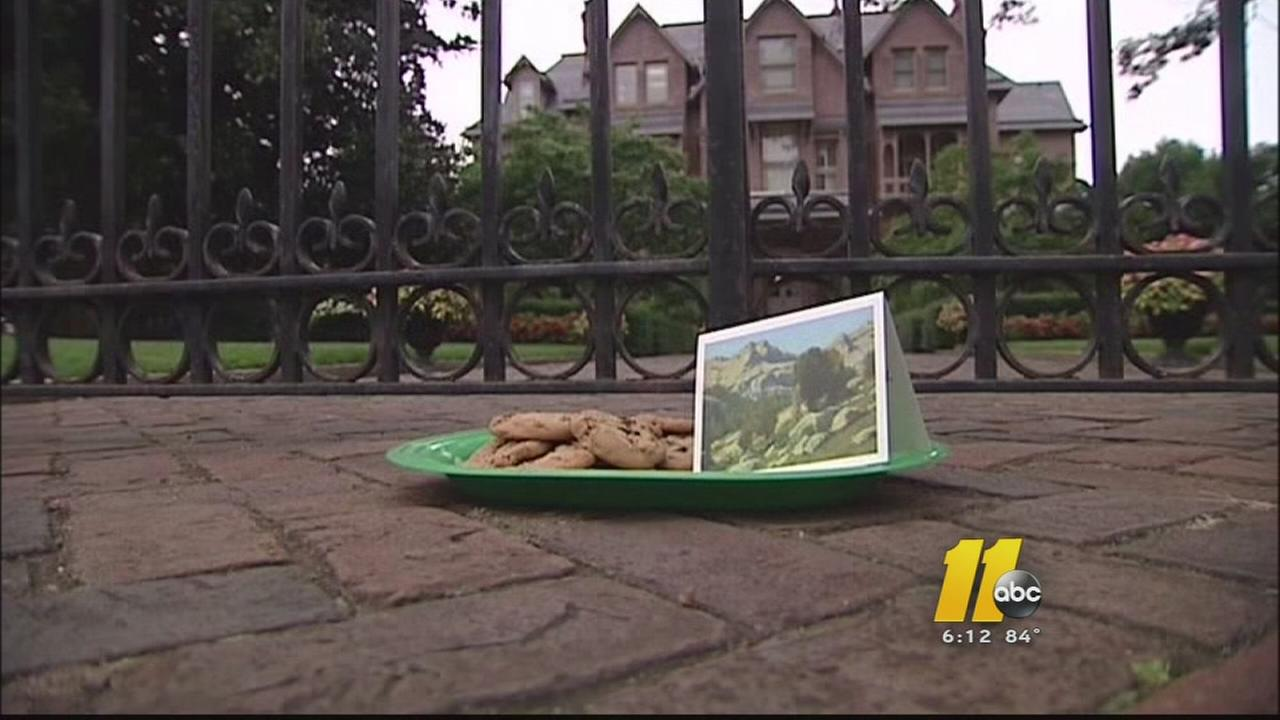 Abortion rights activists deliver broken cookies to Gov. McCrory