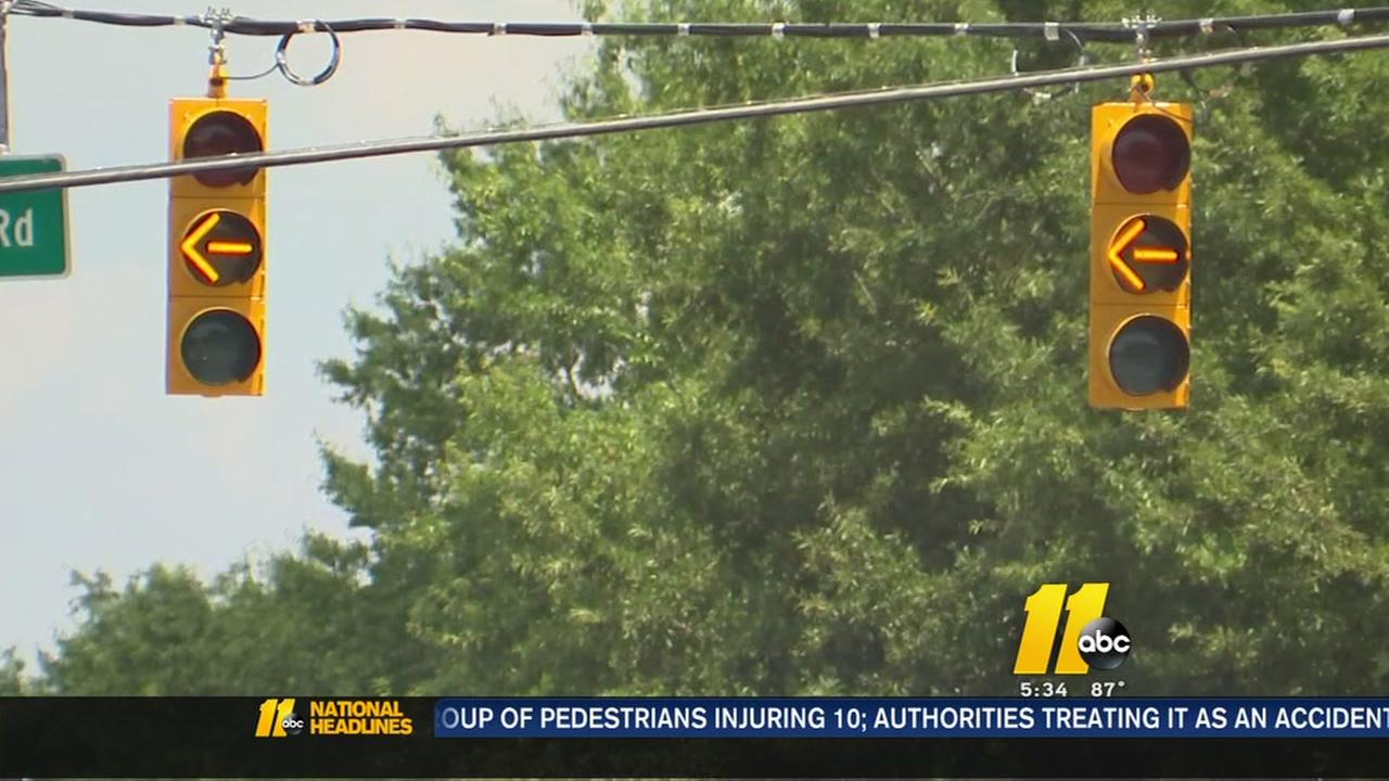 Town officials investigate faulty traffic light in Apex