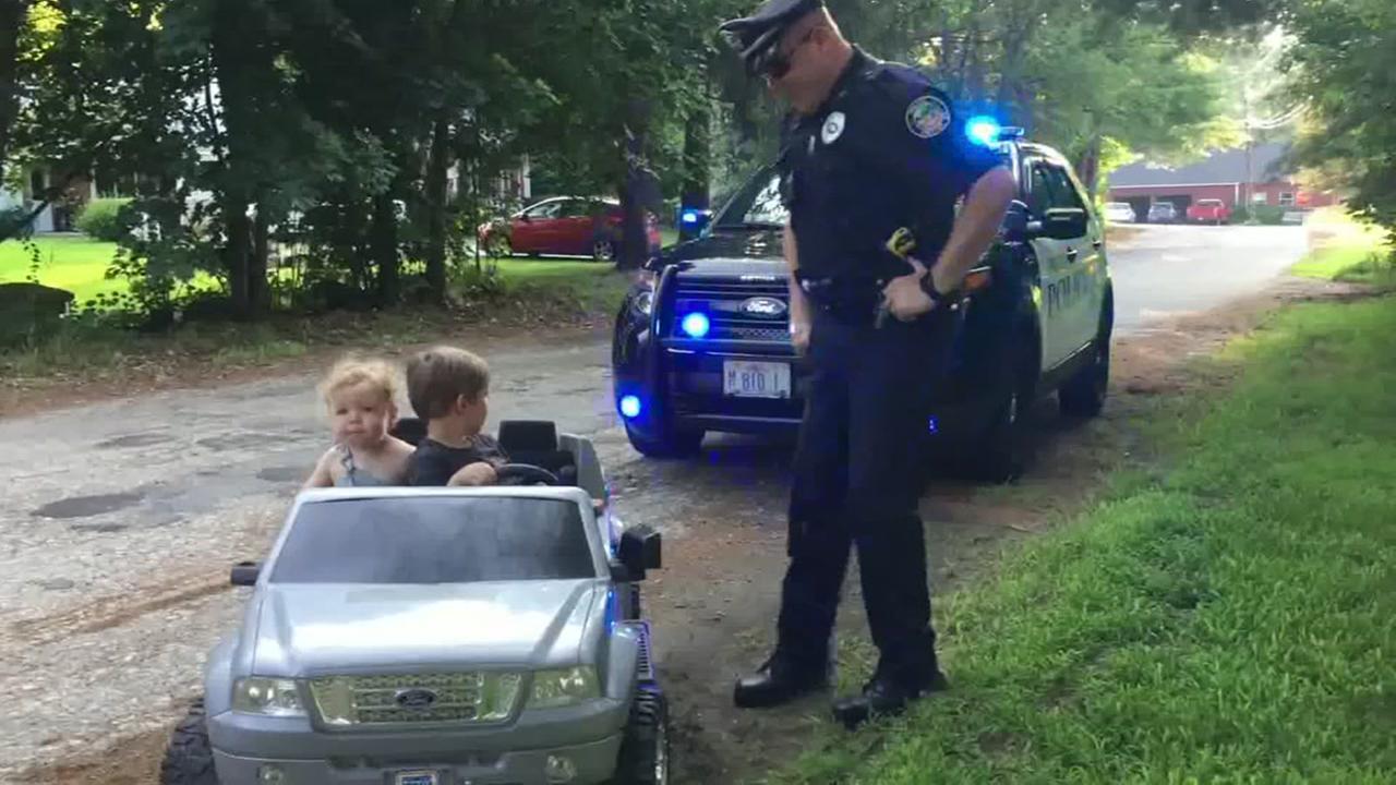 Cop pulls over kids