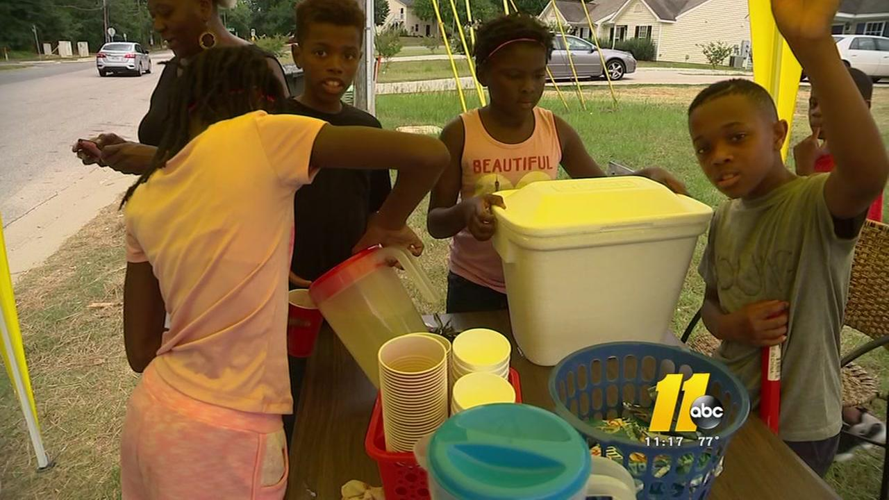 Children in Raleigh selling lemonade