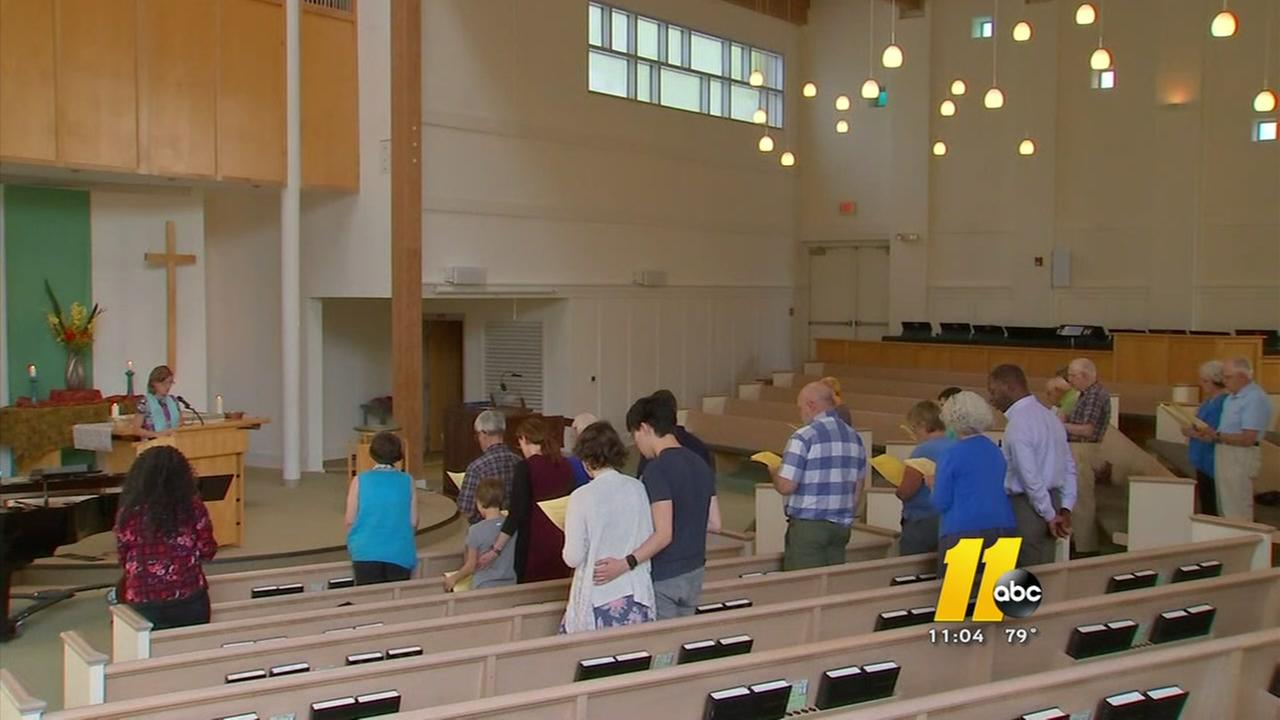Chapel Hill responds with prayer vigil to Charlottesville violence