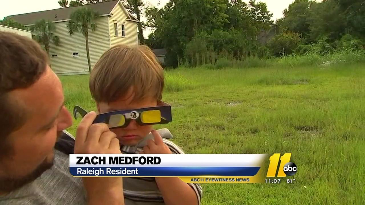 Eclipse enthusiasts descend on Charleston