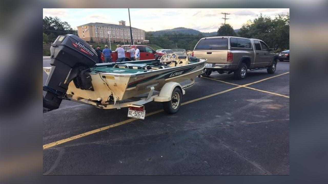 Western Carolina University fishing team takes boat to help in Houston