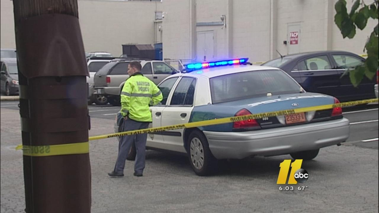 Raleigh police barricade shopping center after carjacking and shooting call