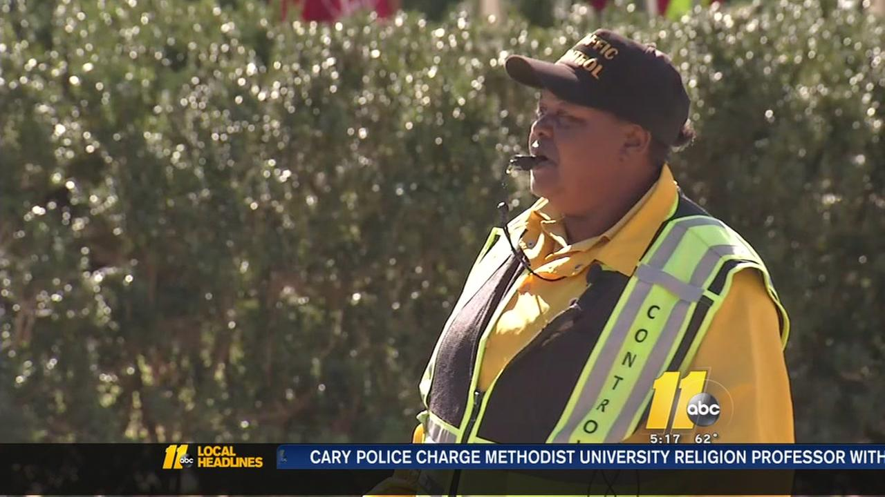 UNC students raise money to reunite crossing guard with son