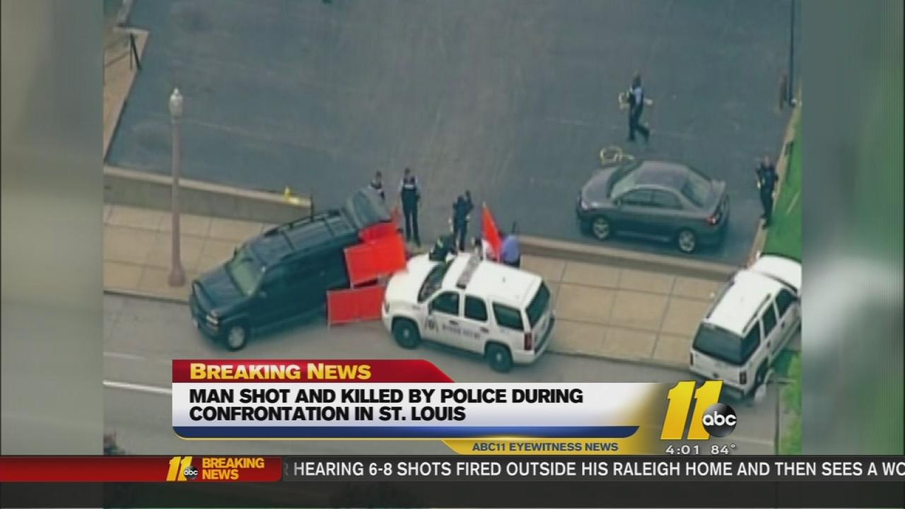 St. Louis officers kill suspect with knife