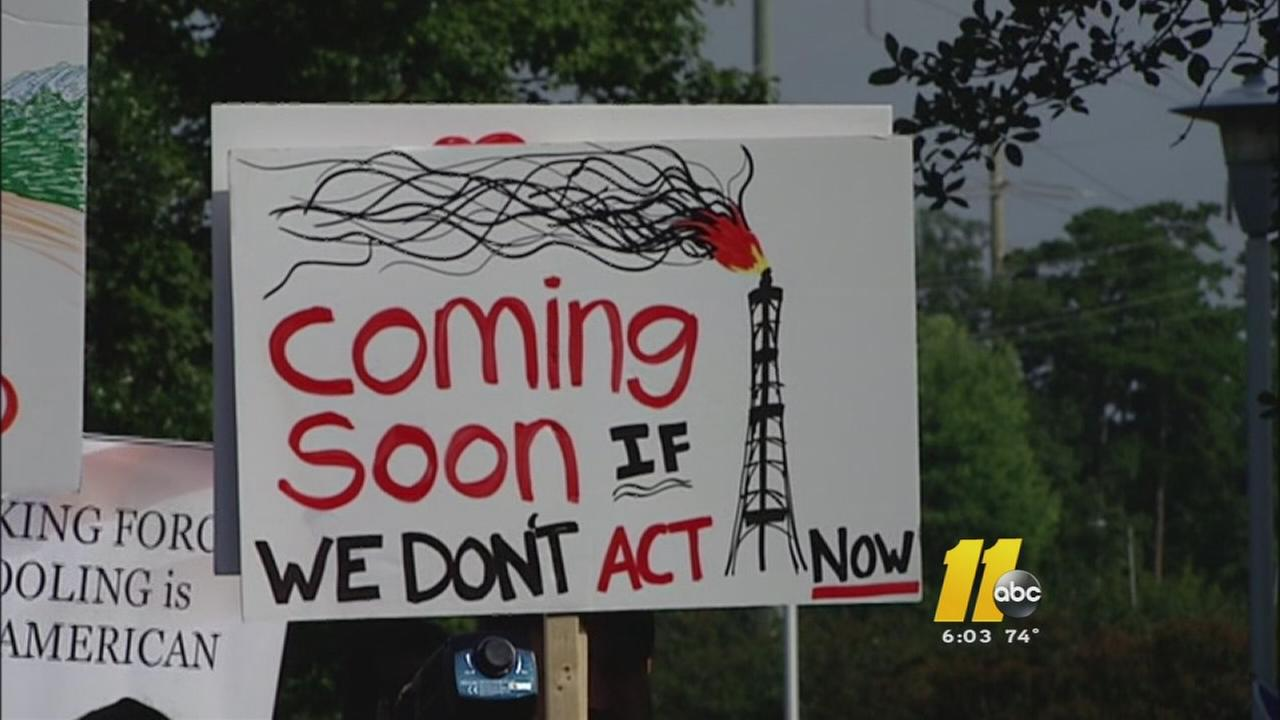 Hundreds turn out for fracking hearing in Raleigh
