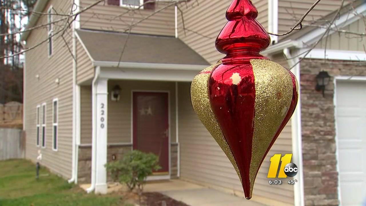 Grinch rips lights off Knightdale home
