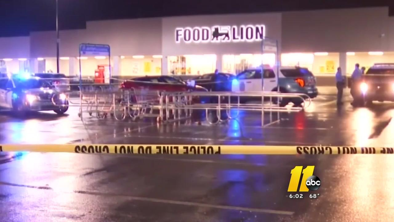 Woman stabbed at Raleigh Food Lion