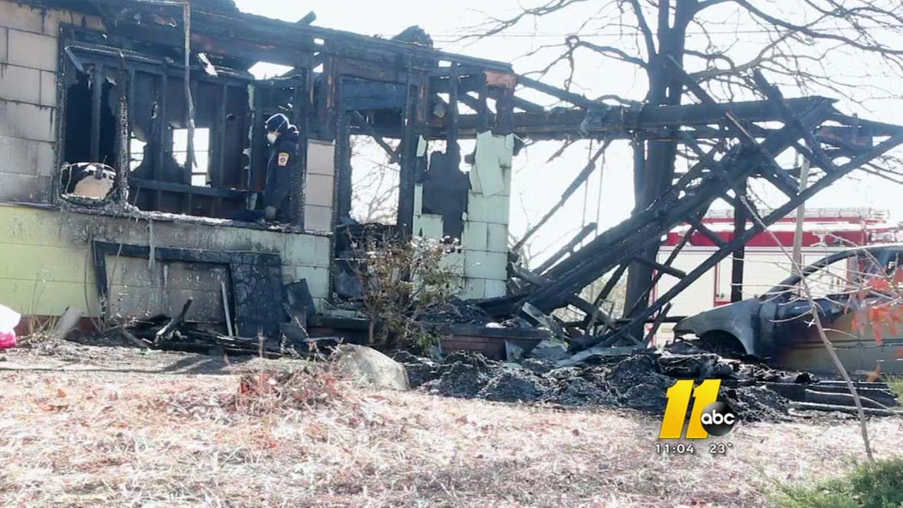 1 dead, 3 injured in Fayetteville house fire