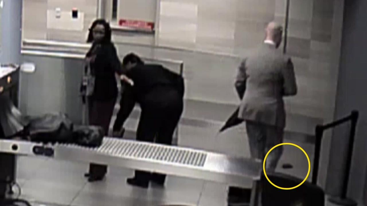 Video shows lawyer picks up wallet
