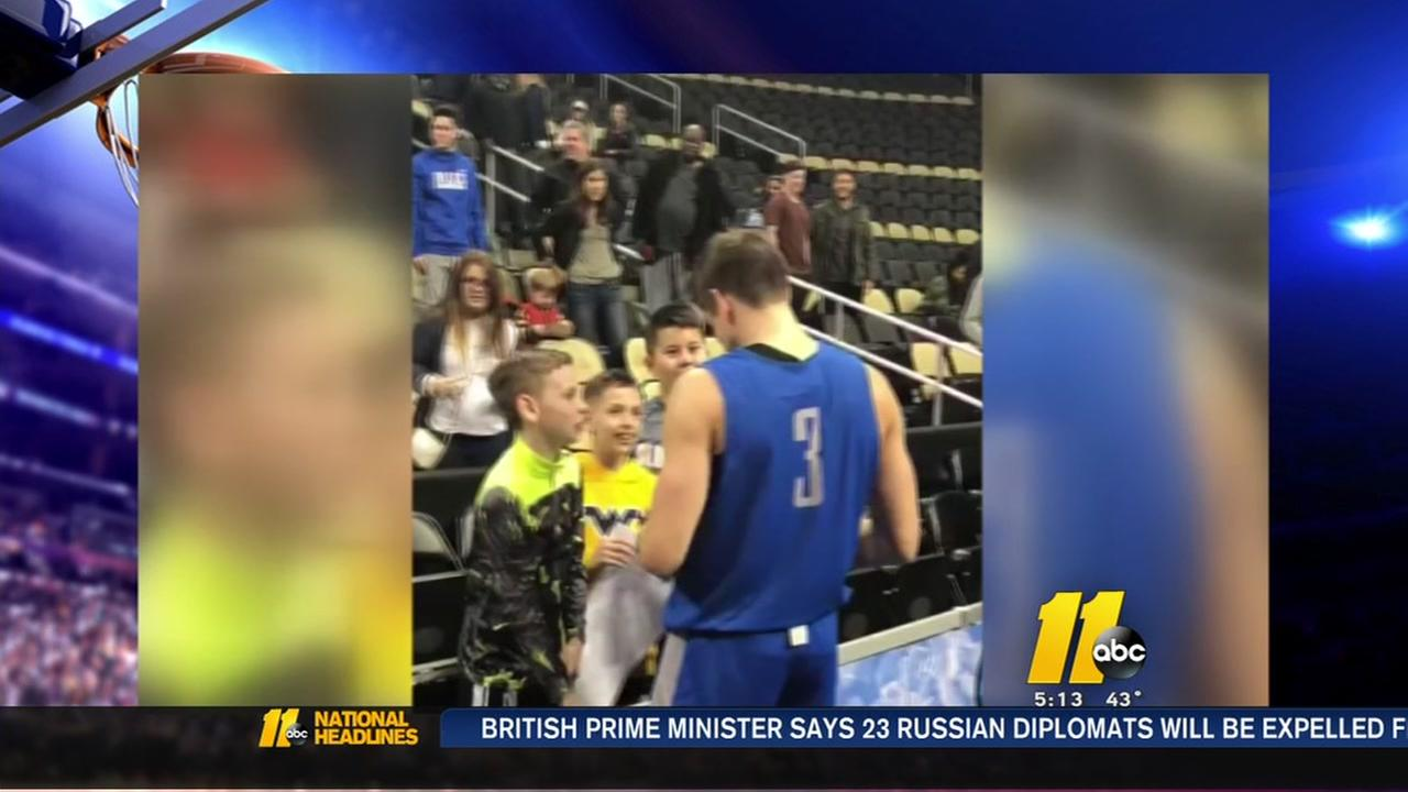 Allen spends time with fans after Duke practice