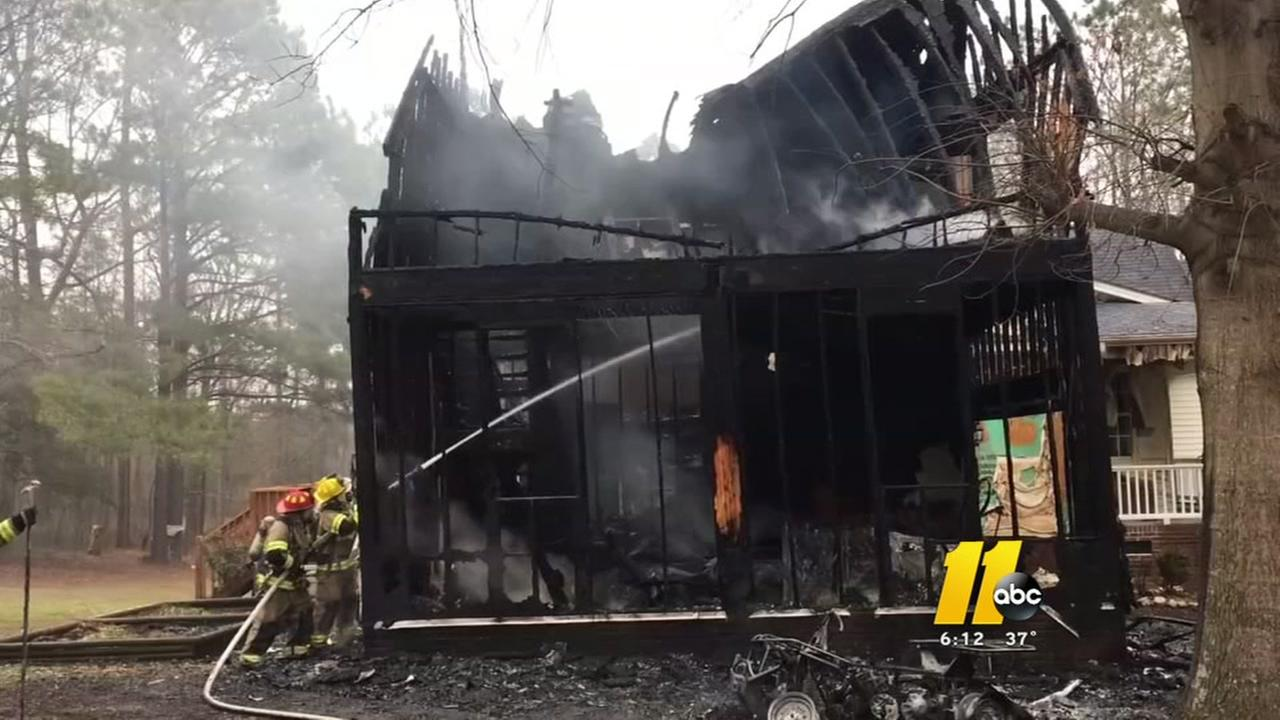 Family escapes fire in Johnston County