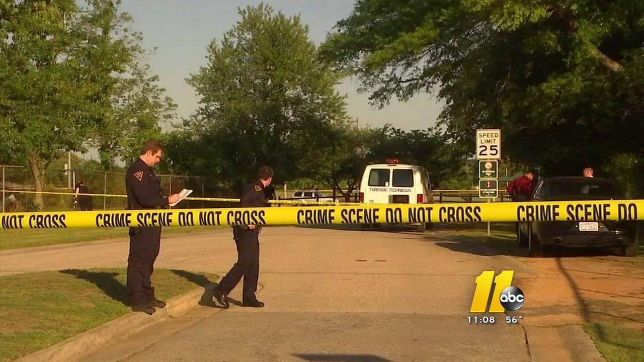 Woman fatally stabbed in Fayetteville park