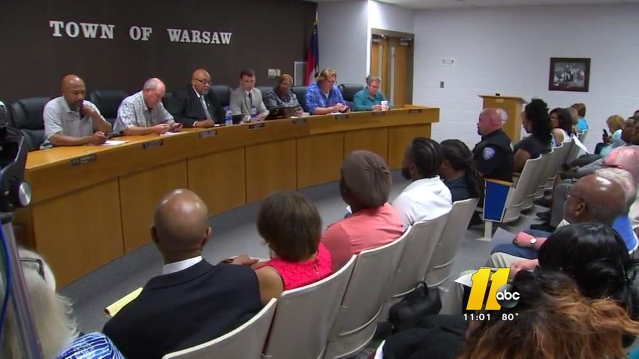 Packed house in Warsaw as Waffle House incident simmers