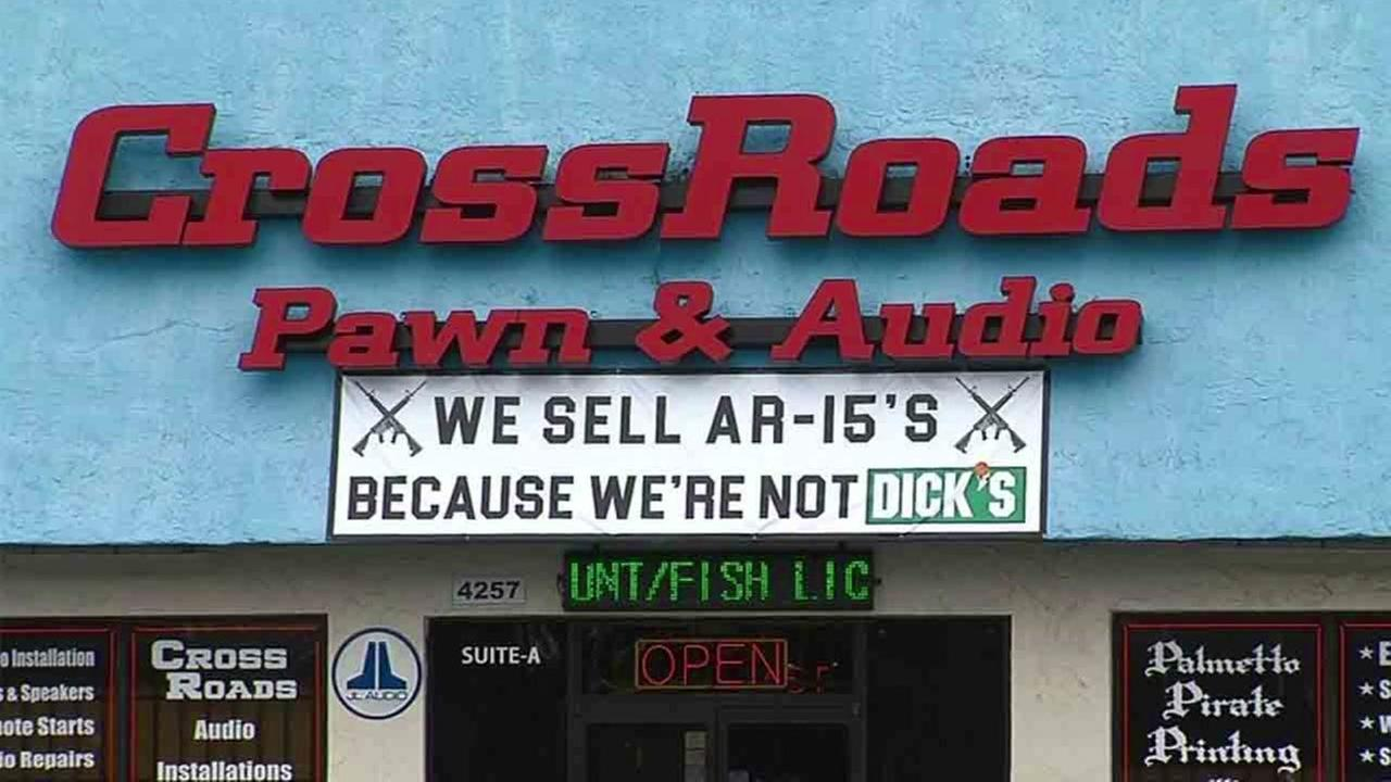 SC gun store stirs up a buzz about sign