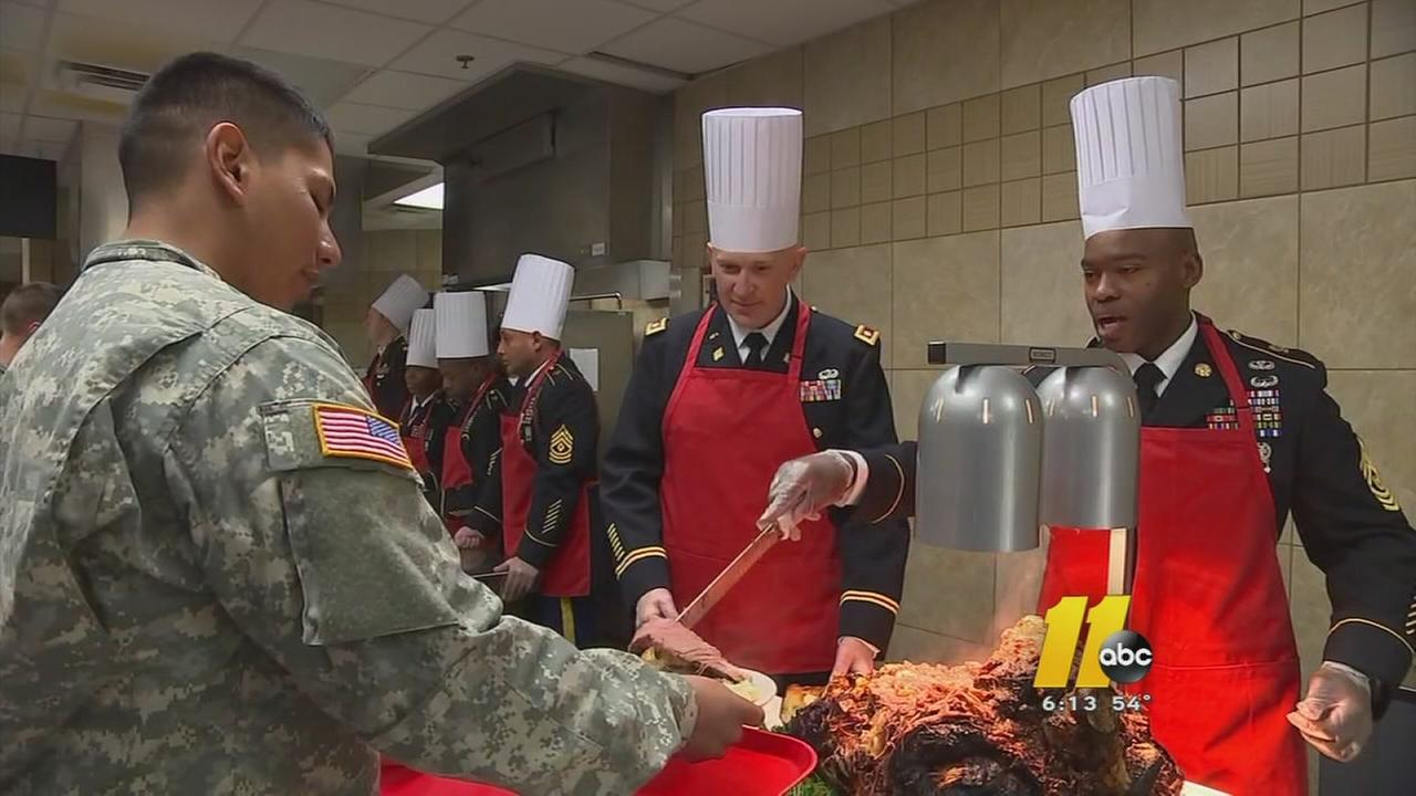 Fort Bragg soldiers prepare annual Thanksgiving dinner