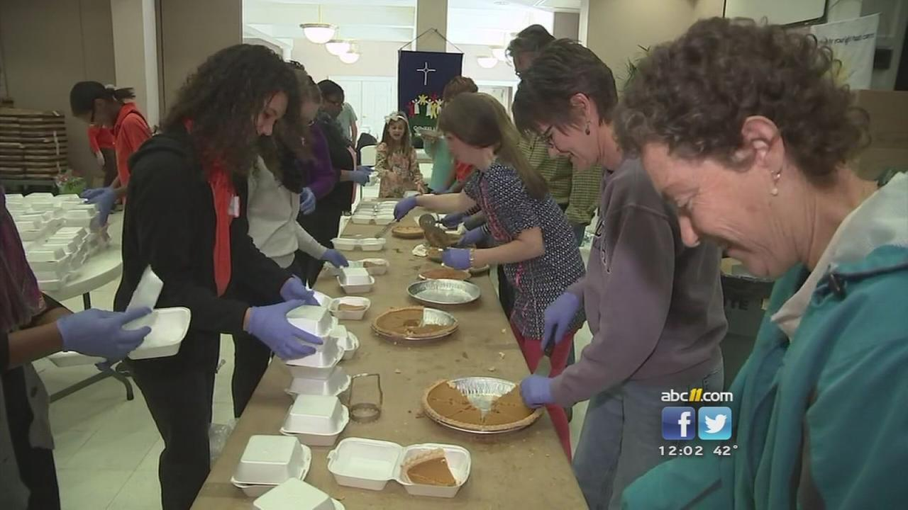 Churches, volunteers feed thousands on Thanksgiving
