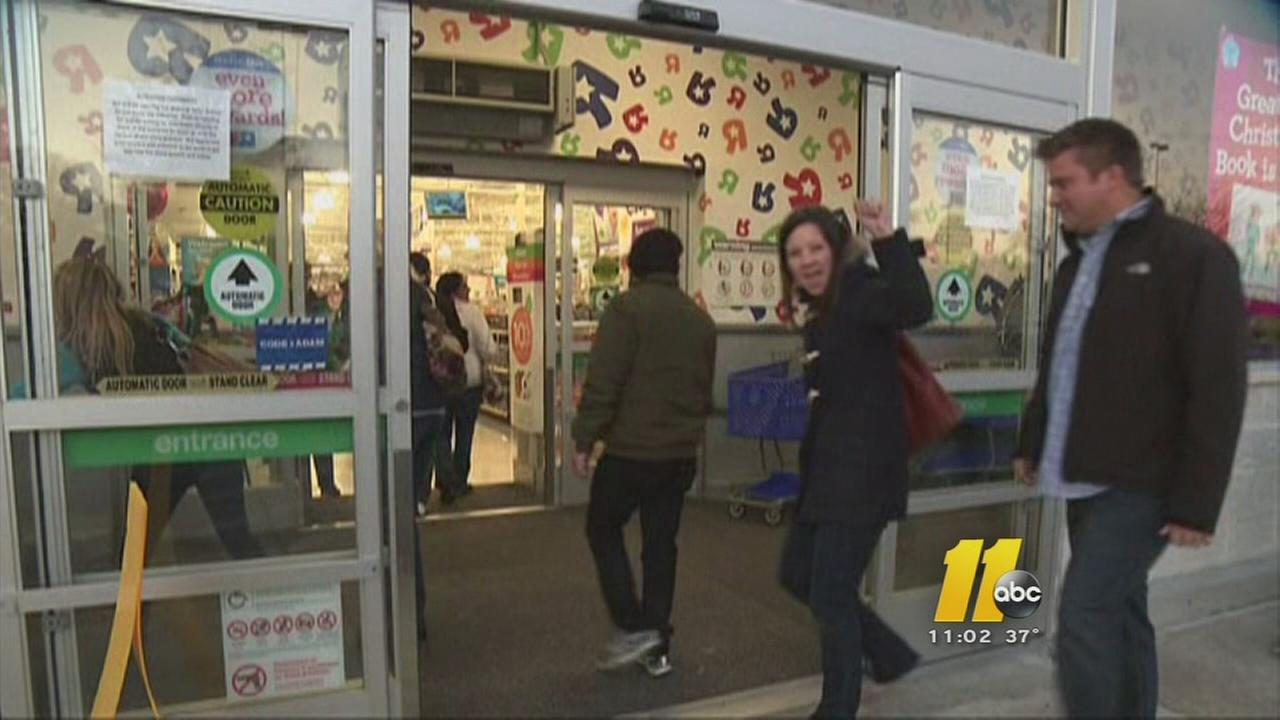 Shoppers rush in as stores open Thanksgiving